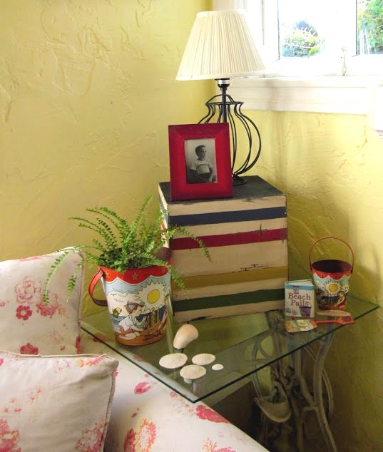 Cottage Decorating Red Blue Yellow
