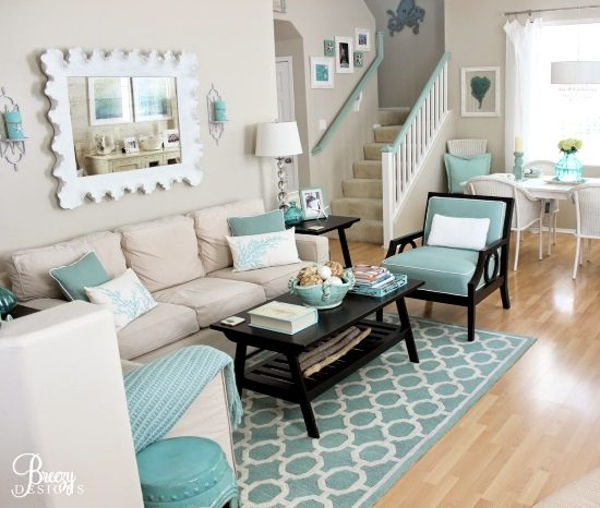 Easy breezy living in an aqua blue cottage beach bliss for Beach house living room ideas