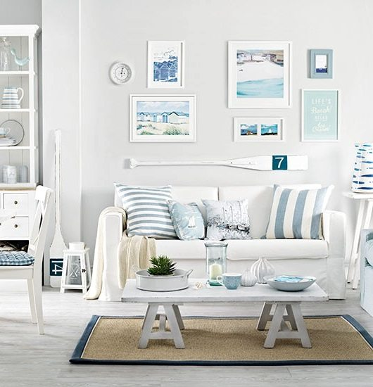 Soft blue white decor ideas to turn your living room for Coastal living rooms ideas