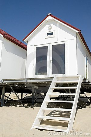 small-white-beach-house-2292879
