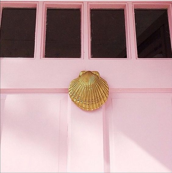 pink door with scallop shell knocker
