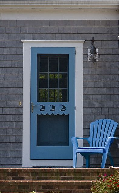 storm door with sailboats