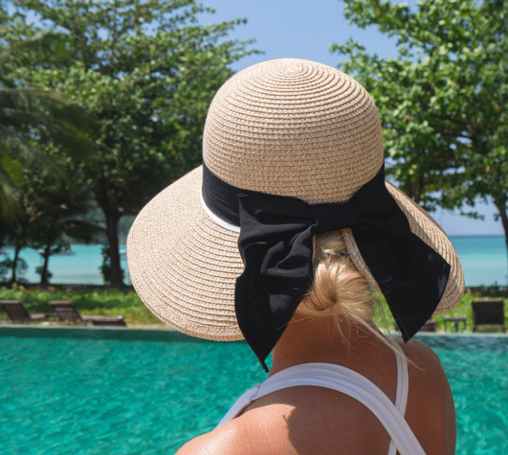 The Comhats Design Leaves a gap for your beach hair style.